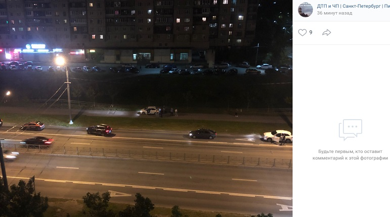 Иномарка вылетела на тротуар, ударившись об авто на Ленинском