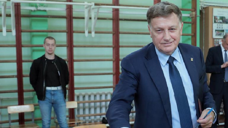 Муниципальные выборы Петербурга перерастают в скандал, а что Макаров?
