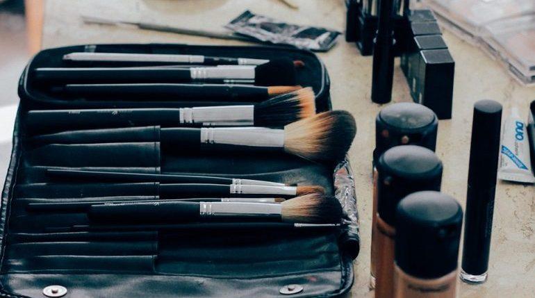 Врачи раскрыли опасность пробников косметики в магазинах