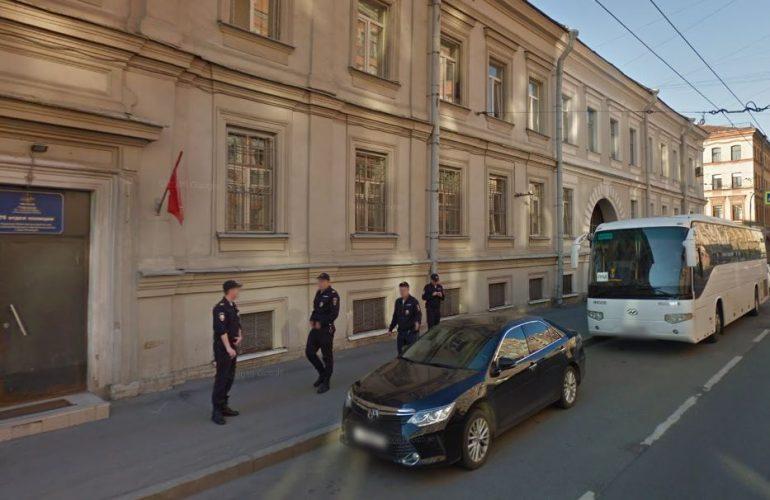 После обвала штукатурки на Мытнинской полиция начала проверку