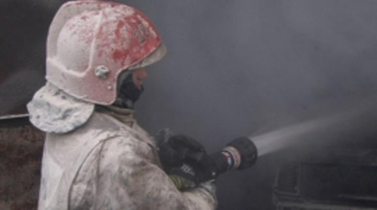 Женщина надышалась дымом при пожаре в Адмиралтейском районе