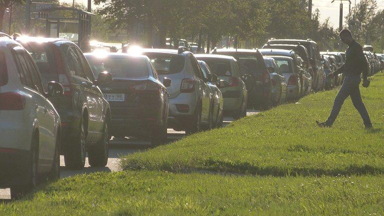 Автомобили названы основным источником загрязнения воздуха в Петербурге