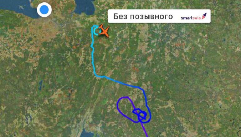 В иллюминаторах серые пейзажи — в Пулково не могут сесть самолеты