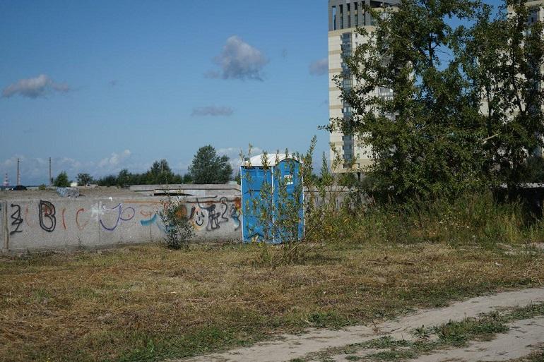 В администрации Василеостровского района открестились от неблагоустроенных дворов
