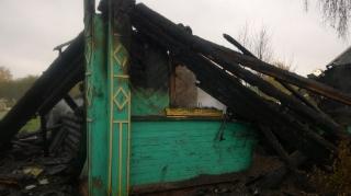 По факту обнаружения двух трупов на пожаре в Пикалево проводится проверка