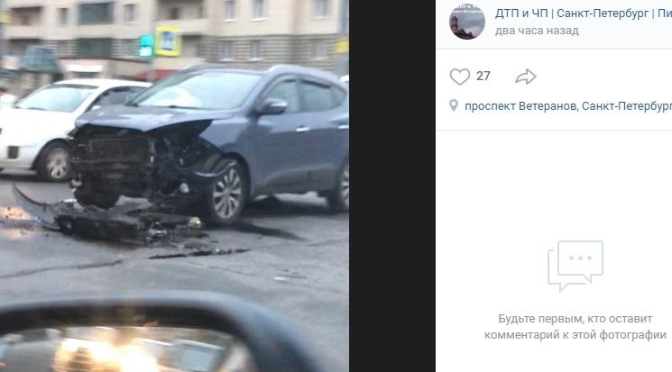 Иномарки разбились вдребезги на перекрестке Лени Голикова и Ветеранов