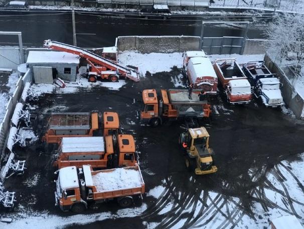 Петербург зимой засыпят солью, Смольный закупил 100 тысяч тонн реагента