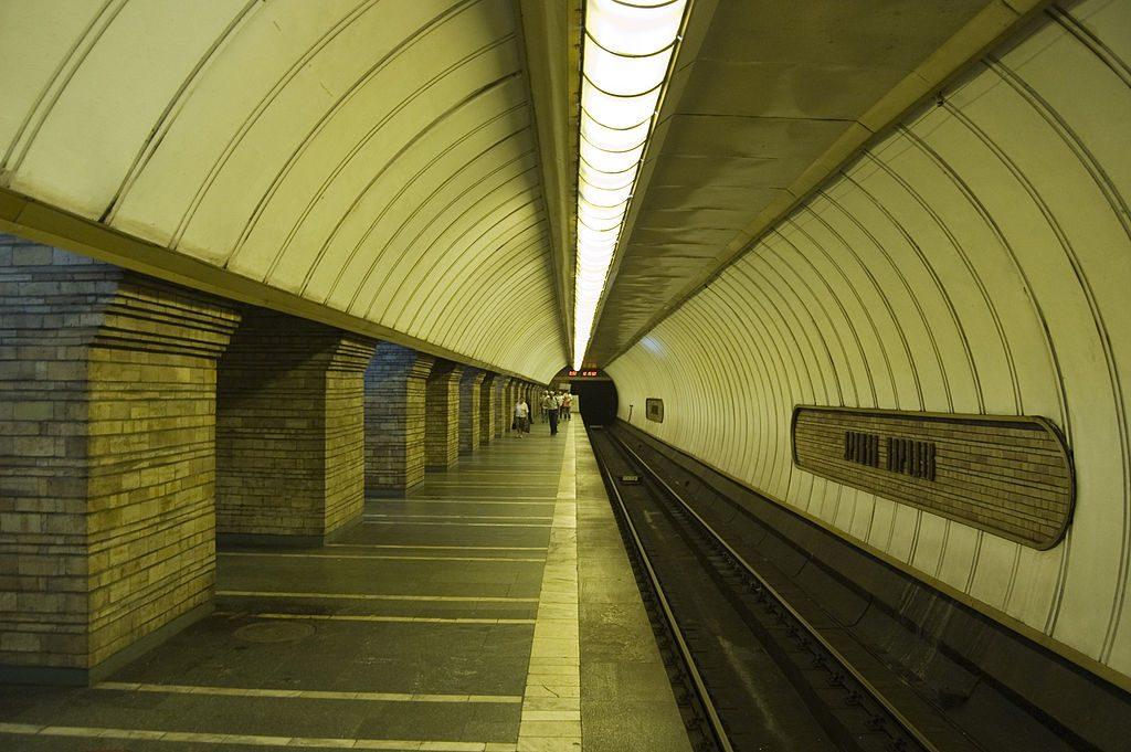 В киевском метро запретят ходить голым