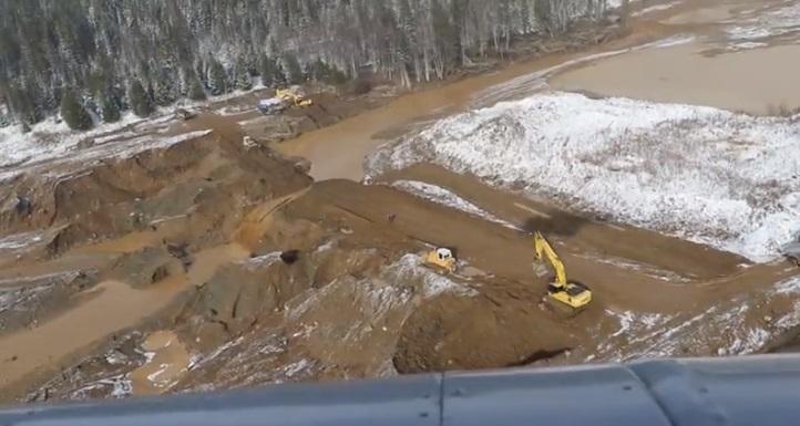МЧС опубликовало кадры с места прорыва дамбы в Щетинкино