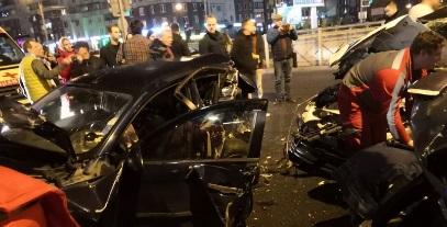 В аварии на перекрестке Савушкина и Туристской есть пострадавшие: машины всмятку