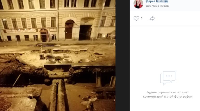 Размещено  видео огненного фонтана вцентре Петербурга