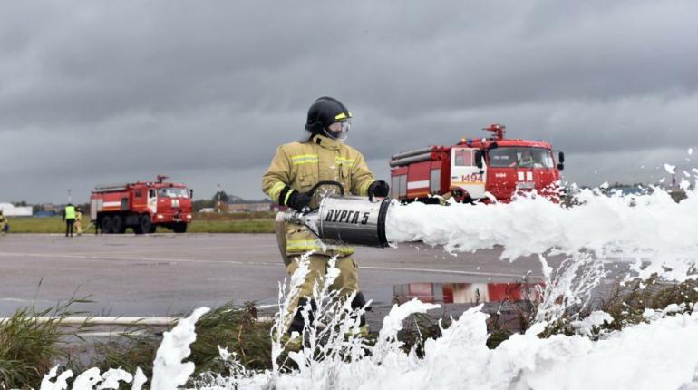 Спасатели подожгли и потушили Airbus A319 на учениях в Пулково
