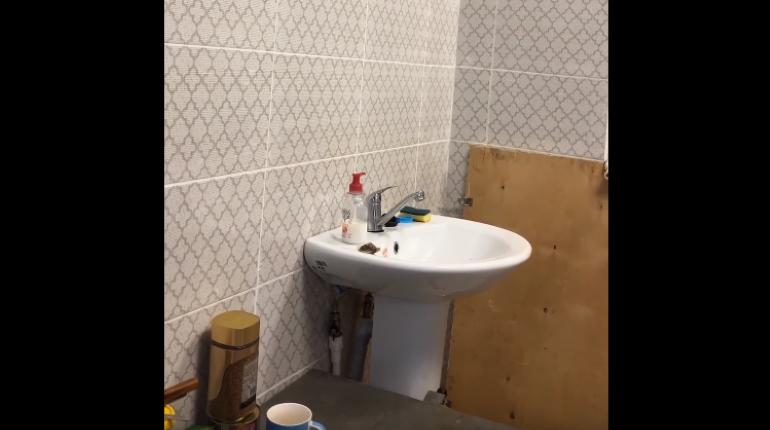 Чиновники объяснили «общежитие» для рабочих в амбулатории в Красном Бору