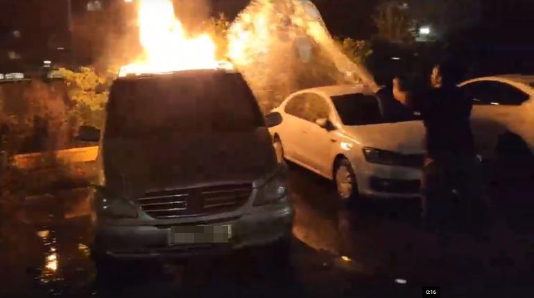 Полиция ищет поджигателя машины на Двинской