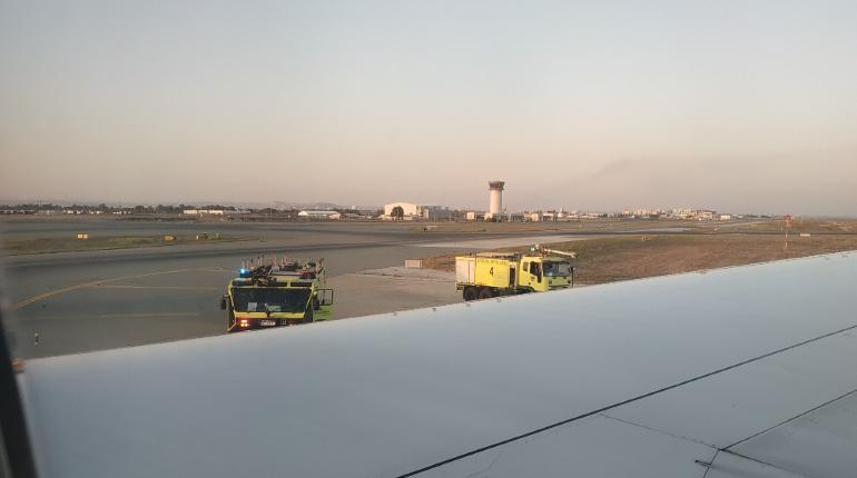 Пассажиров рейса из Петербурга в Ларнаку напугали пожарные в аэропорту
