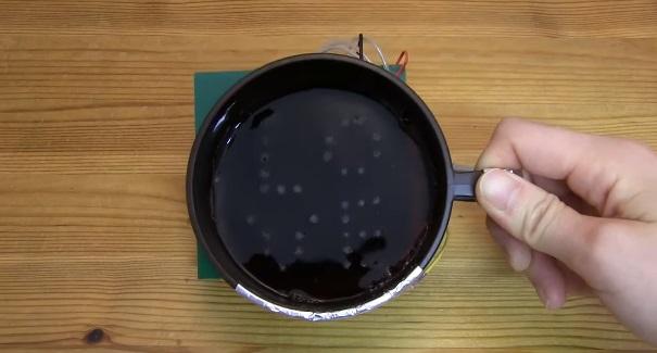 Японцы создали кружку, рисующую фигуры из пузырей на поверхности напитка