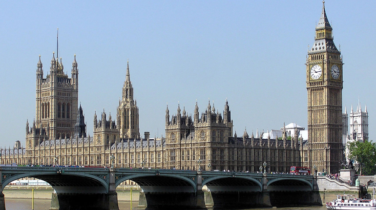 Пабы, гостиницы и рестораны вновь вернутся к работе в Британии