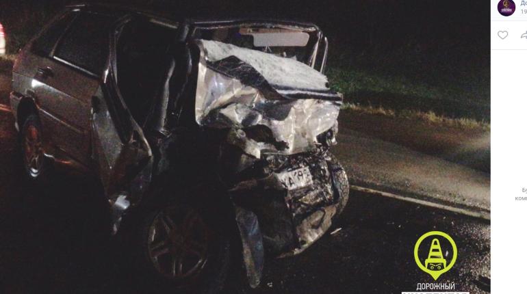 В аварии под Гатчиной ВАЗ смяло в лепешку, погиб водитель