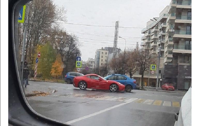 В ГИБДД Петербурга уточнили детали аварии с участием Ferrari
