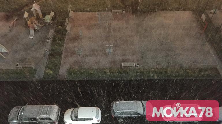 Снег опередил прогнозы и пришел в Петербург, «день жестянщика» на подходе