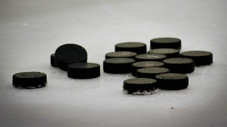 КХЛ на неделю прервала сезон из-за коронавируса