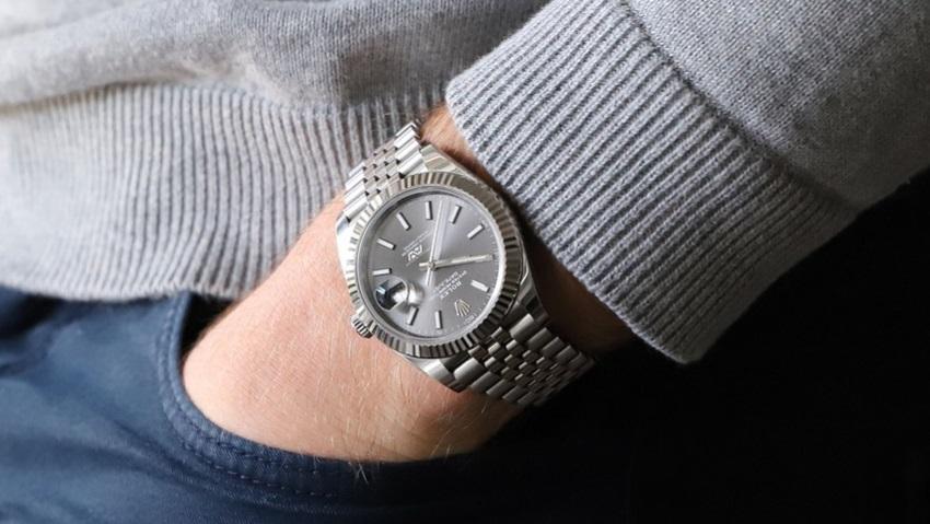 Главред «Эха Петербурга» отдал мошенникам 40 тысяч долларов за сломанные часы