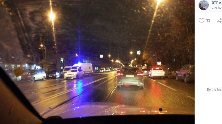 Водитель сбил молодых людей на «зебре» на Ленсовета