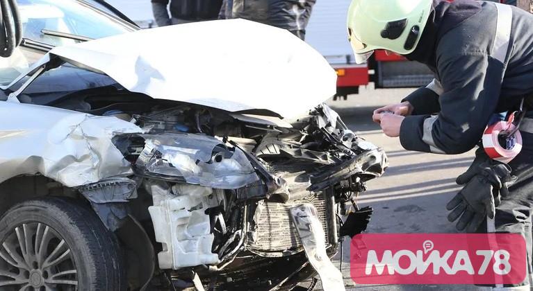 Водитель, влетевший на Обводном в Renault, оказался в федеральном розыске