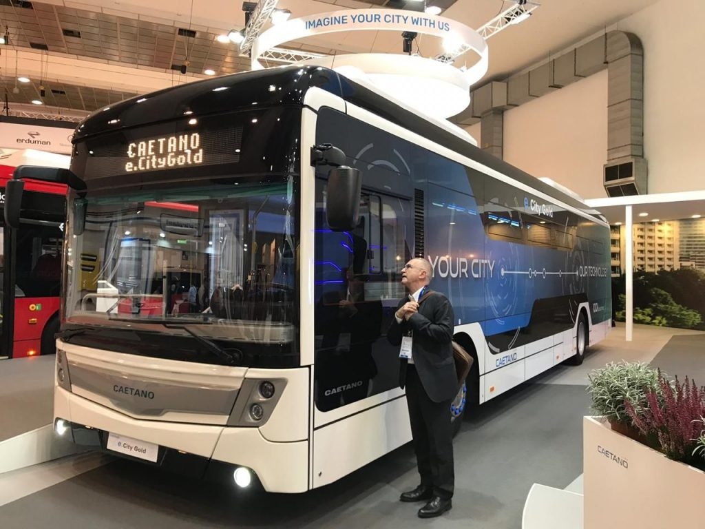 Португальский электробус начали тестировать на улицах Петербурга