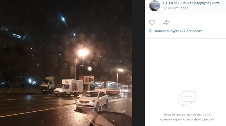 Ночью на Шлиссельбургском ДТП перекрыло движение трамваев