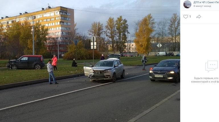 НаЛетчика Пилютова ДТП: Kia вылетела с дороги,Lada потеряла бампер
