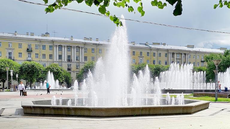 Петербуржцам предложили выбрать музыку для фонтанов на площади Ленина
