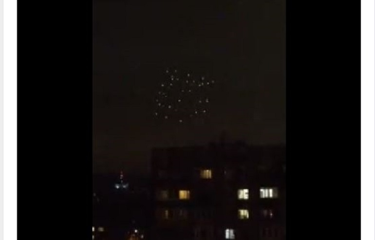Совсем не салют: видео с «инопланетянами» на Тореза набирает популярность в Сети