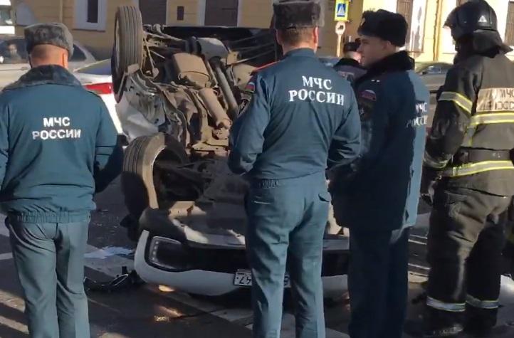 Два человека остаются в больницах после ДТП на Обводном
