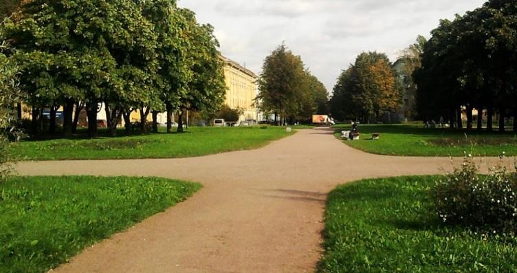 Жители юга Петербурга пожаловались на невыносимую вонь