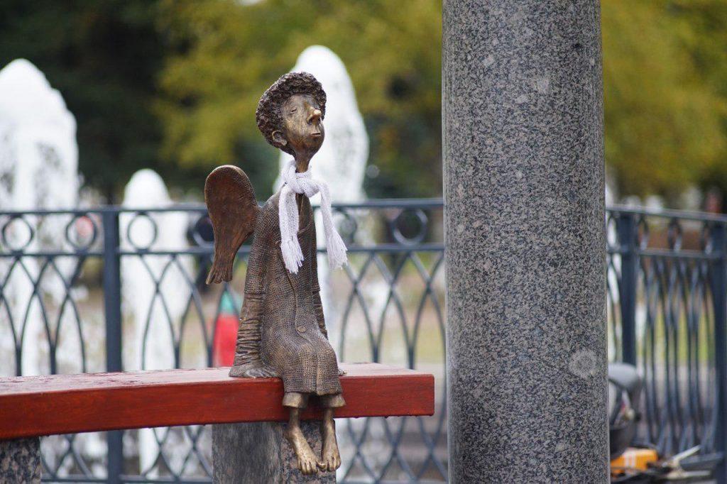 Любашинский ангел вернулся в беседку фонтана
