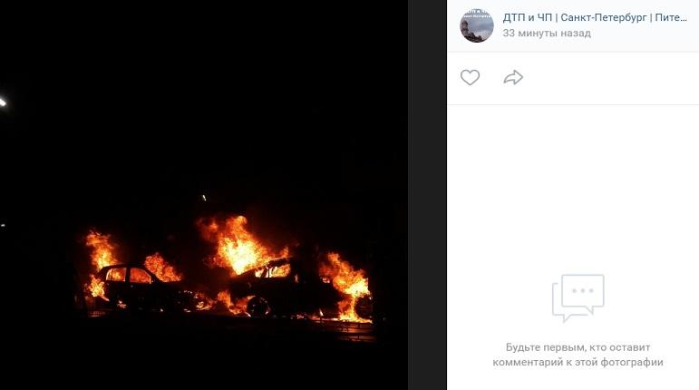 Две машины сгорели в Буграх: третью задело