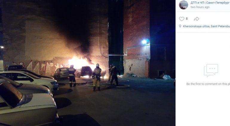 Два автомобиля сгорели на Херсонской