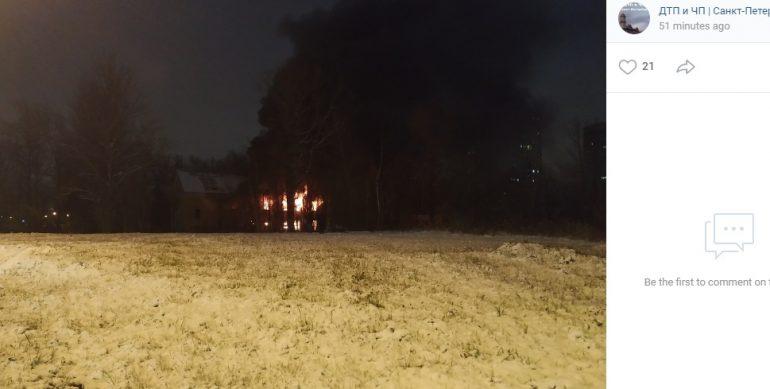 Пожару в двухэтажном доме в Приморском районе присвоен ранг №2