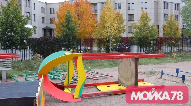Мойка78 изучила способы спасения детских площадок от желания чиновников закатать их в асфальт