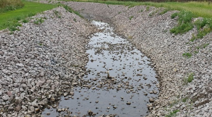Дно зловонного Муринского ручья очистили от отложений