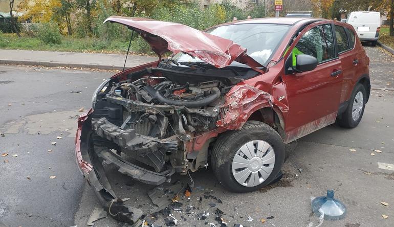 Один погиб, двое в больнице — в Шушарах «Газель» и Nissan не поделили дорогу