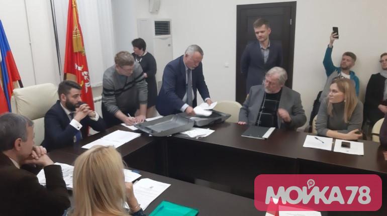 Оппозиция бьется за муниципальный миллиард в «Смольнинском»