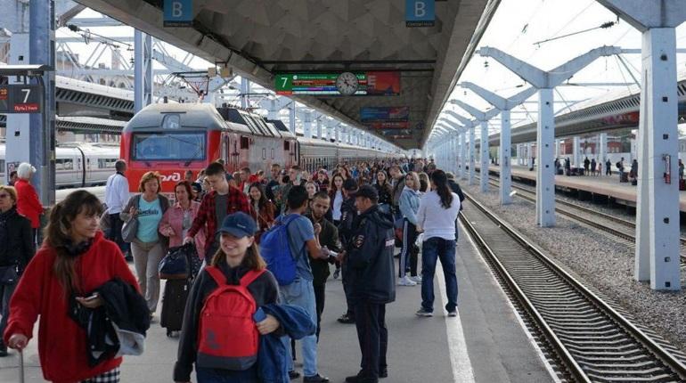 В Петербург из Москвы впервые прибыл двухэтажный поезд «Таврия»