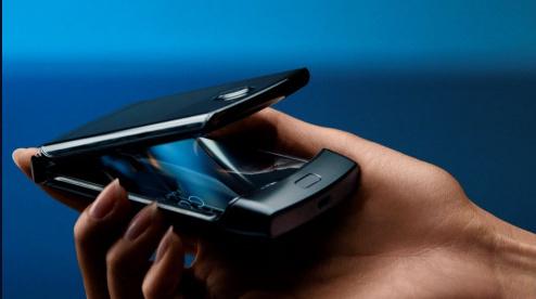 Motorola представила смартфон-«раскладушку» Razr