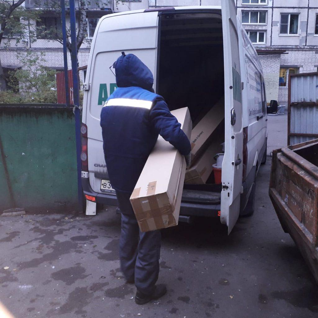 Водителя «Газели» наказали за сброс люминесцентных ламп на Апрельской