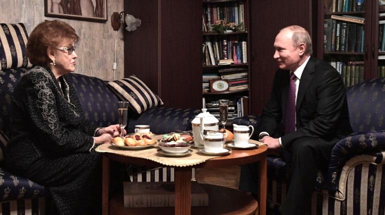 Путин написал телеграмму дочерям ушедшей из жизни Вербицкой