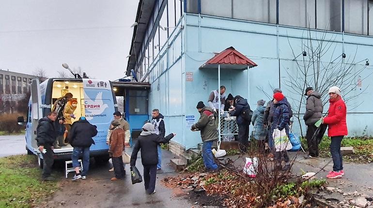 «Автобус милосердия» совершил первый выезд к бездомным