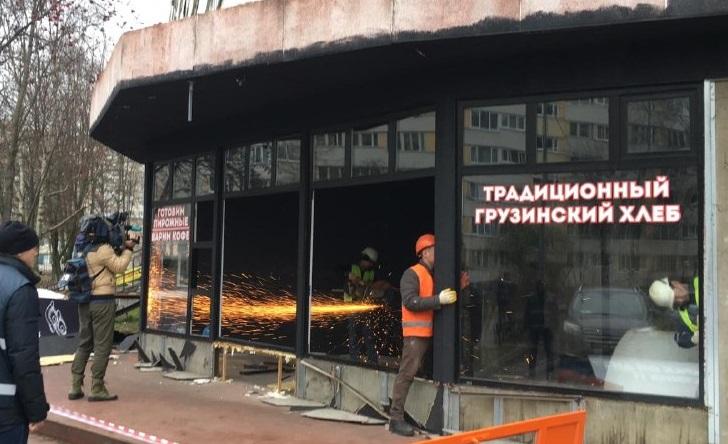 На Есенина снесли незаконную пекарню, в которой продавали алкоголь