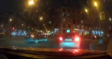 В аварии на перекрестке Заневского и Стахановцев пострадала женщина